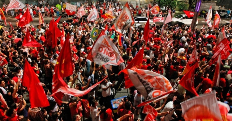 haddad-pt-eleito-prefeito-de-sao-paulo-neste-domingo-comemoram-vitoria-na-avenida-paulista-na-zona-central-de-sao-paulo-haddad-e-1351471098873_956x500
